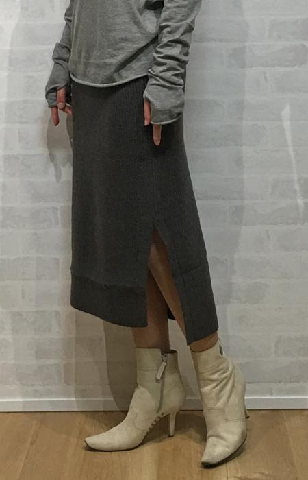 ショコラの暖かいニットのミモレ丈タイトスカート