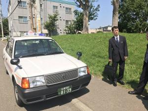 DELRqbpVwAAq5Pt小学生の妹がタクシーに