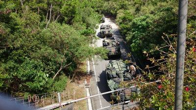 DM6qUsNVAAEQ3aC10月24日、辺野古のシュワブ基地と演習場を結ぶ戦車道の調査中に10月24日、辺野古のシュワブ基地と演習場を結ぶ戦車道の調査中に