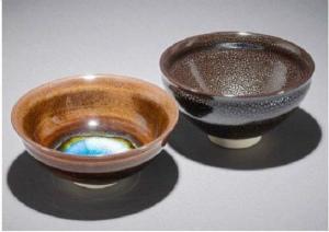 31bae2cf0454806ece4cb大英博物館に収蔵された「耀変玳玻天目(茶碗)」(左)と「碧海油滴天目茶碗」(石垣焼窯元提供)