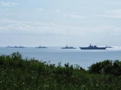 DOqNyG8UMAAFQPB中城湾に軍艦が集結