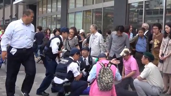 幸福実現党公認のいき愛子陣営(神奈川3区)の運動員に対して棒で暴行し、公職選挙法違反(自由妨害)の容疑で現行犯逮捕された亀岡隆三容疑者(30歳)は、「俺は学会の者だ」「学会をなめるな!」などと大声で叫んでいた