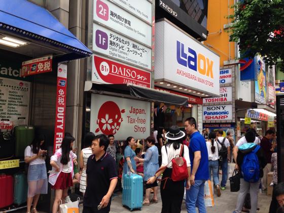 ラオックス秋葉原はラオックスの中でも本店と位置付けられています。本店と呼ばれるのは秋葉原本店と銀座本店と最近オープンした新宿本店です。本店と名付けられている