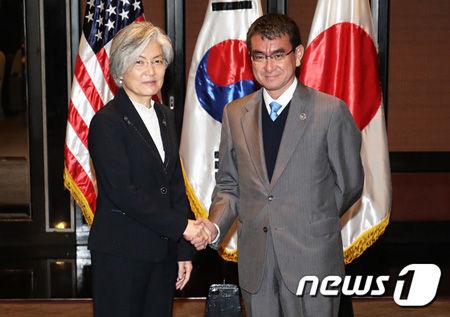 康京和外相、河野外相との会談で通貨スワップの再開の協議を要請するも、河野外相は拒絶