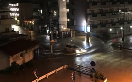 衆院選の開票速報が放送されている裏で22日夜から23日未明にかけ、大阪・奈良を流れる「大和川」が台風21号の影響で氾濫しました。