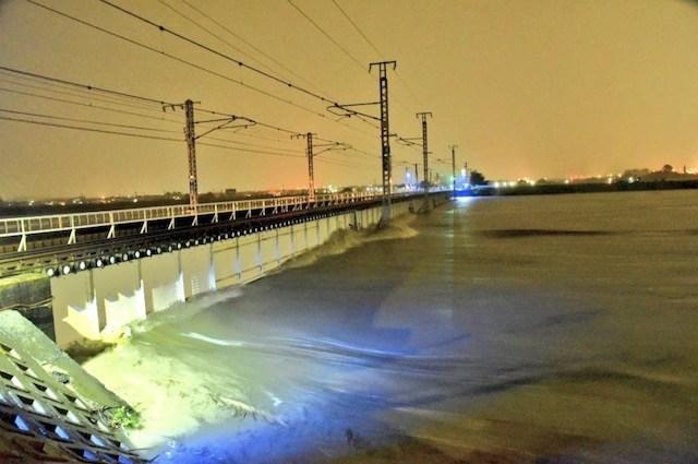 大和川マジで氾濫するかも(;゜0゜) 民主党時代の蓮舫氏による事業仕分けで廃止になった『スーパー堤防』、対象地域だった大和川が氾濫…