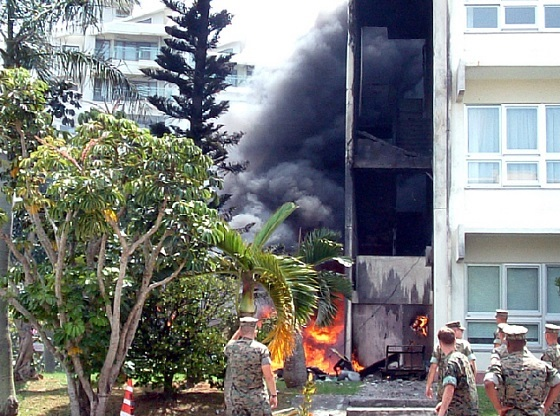 「沖国大米軍ヘリ墜落事件」沖縄国際大学米軍ヘリコプター墜落事件とは、2004年8月13日に在日米軍(アメリカ海兵隊)のヘリコプターが沖縄国際大学に墜落した事件