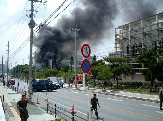 沖縄国際大学構内へのヘリ墜落事故沖縄国際大学米軍ヘリコプター墜落事件とは、2004年8月13日に在日米軍(アメリカ海兵隊)のヘリコプターが沖縄国際大学に墜落した事件