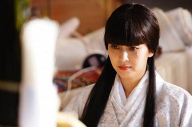 『来る』 比嘉琴子(松たか子)は日本最強の霊媒師。ラストの闘いでは白装束を。