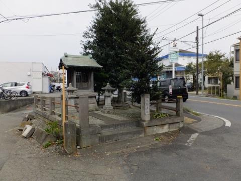 県道51号線弁財天社