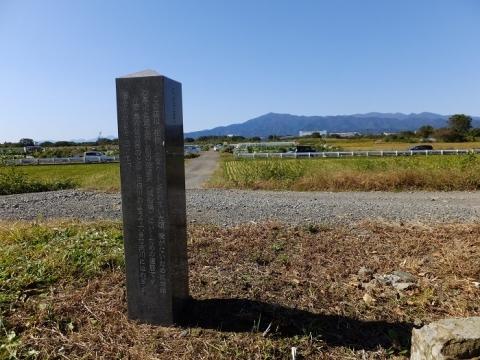 四ツ谷渡船場道の地名標柱