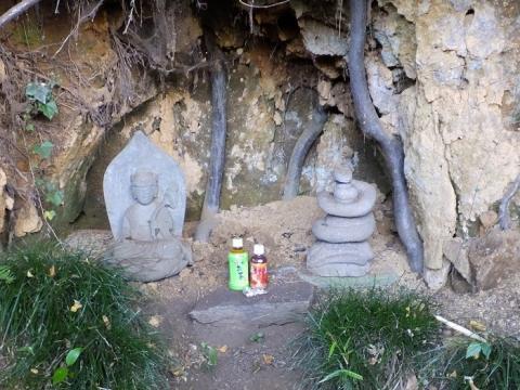 磯部頭首工公園の弁天様と蛇の像