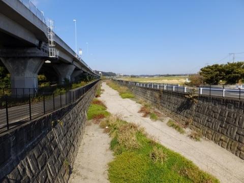 小平打橋より山際川上流を望む