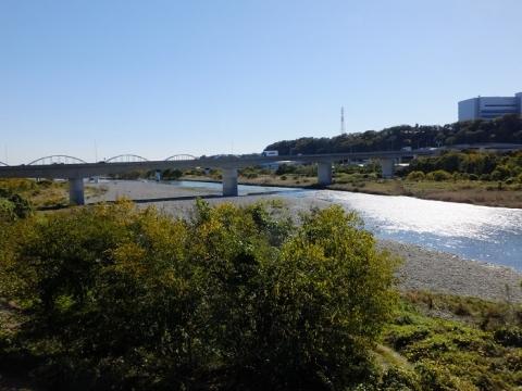 史蹟田名向原遺跡公園より相模川を望む