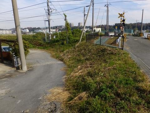 JR相模線入谷駅南の踏切