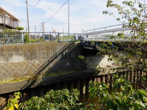 鳩川に架かる白鷺橋