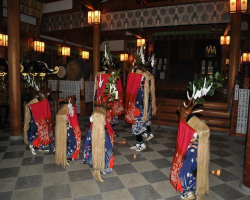 八つ鹿踊り