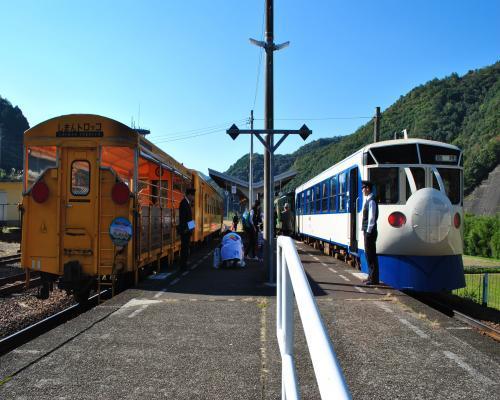 2列車に分割1