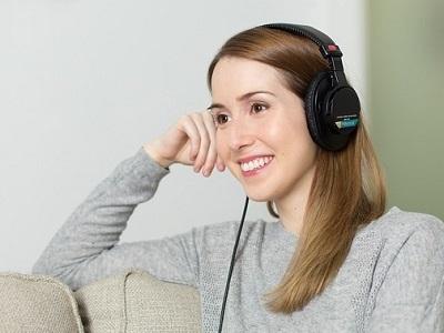 woman-listen-01.jpg