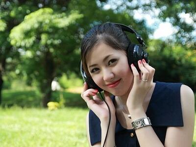 woman-listen-02.jpg