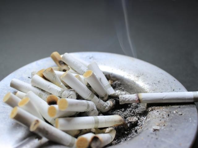 たばこ 灰皿 におい