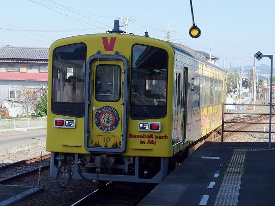 171101後免駅タイガース列車