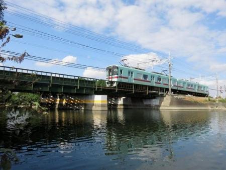 紋付鳥と電車 060