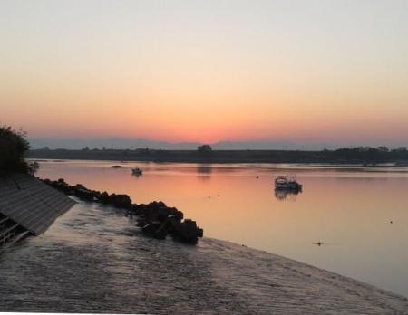 筑後川の朝日とお月さん 015
