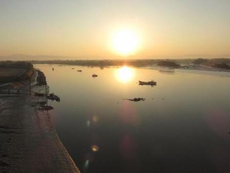 筑後川の朝日とお月さん 075