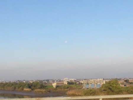 筑後川の朝日とお月さん 115