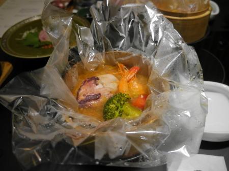源泉で蒸した海鮮包み焼き