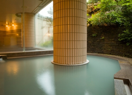 硫黄泉の露天風呂
