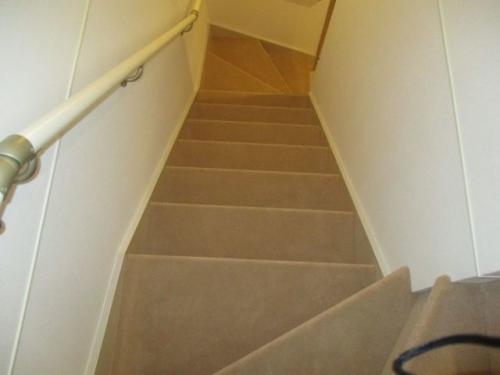 階段へカーペット貼り