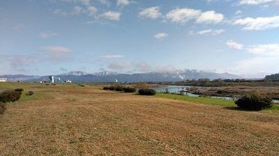 冬の九頭竜川と奥越の山々 (2)