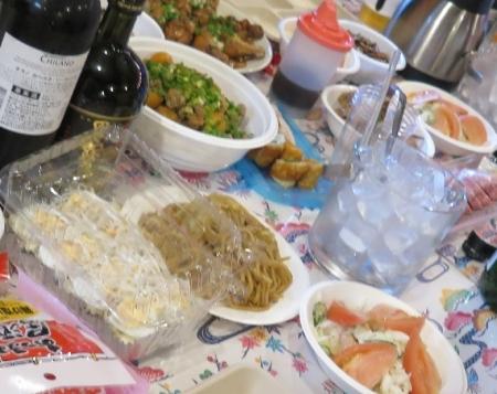 豆腐とゆで卵のサラダ、エビサラダ、やきそば、手羽元煮他