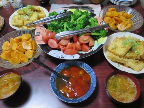 黄身のしょうゆ漬け、焼き油揚げ、柿、ブロッコリー&トマト