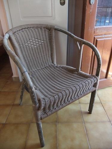 イェロリメナス_宿の椅子