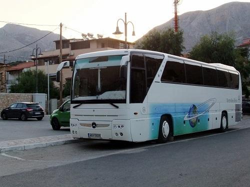 アレオポリ行きのバス