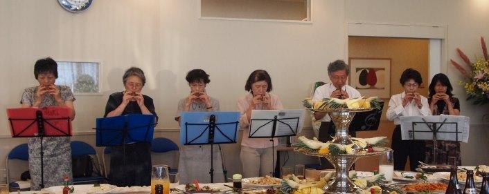 10周年記念式典でコカリナ演奏を披露