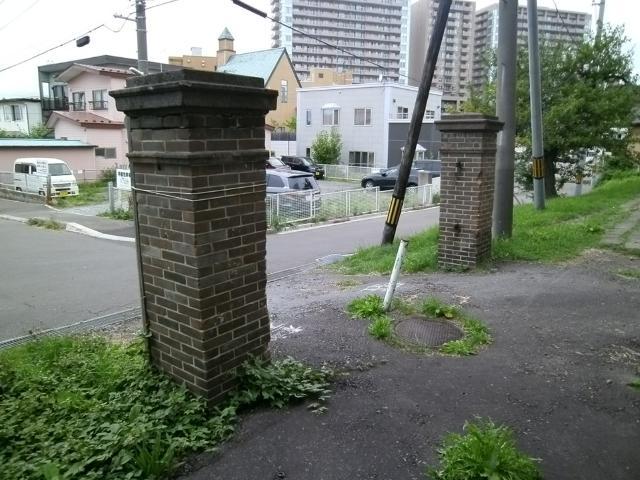 kanレポート 函館重砲連隊司令部門柱