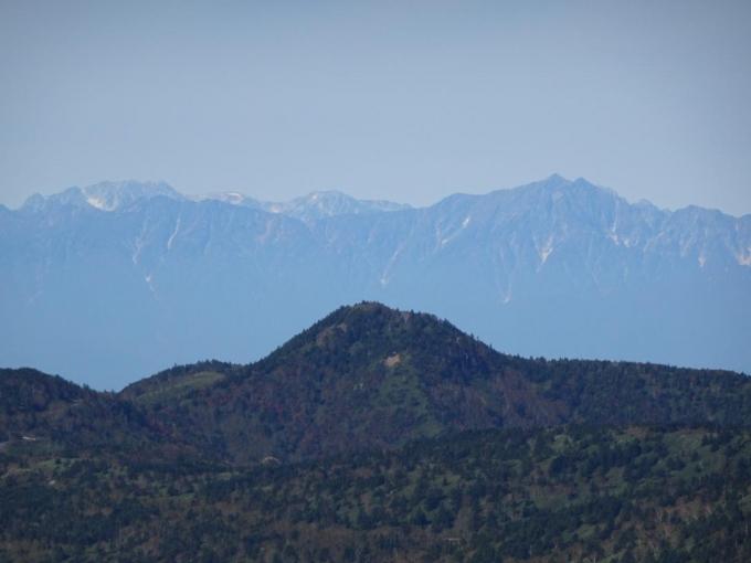 鹿島槍と爺が岳の間は立山、剣岳が