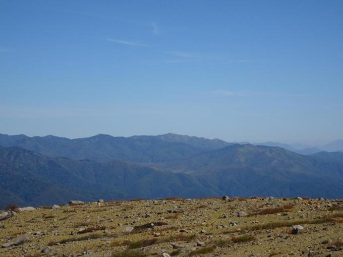 白砂山から野反湖周辺の山並み