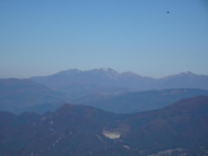 残りの紅葉と子持山・小野子山