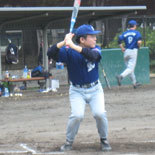4回表、先頭の藤澤が安打で出塁