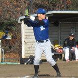 7回裏、神田が2点適時打を放つ
