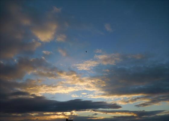 困った時は空と雲の写真01