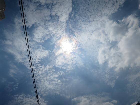 困った時は空と雲の写真04