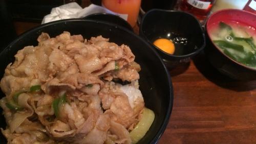 すた丼 生玉子、味噌汁付き