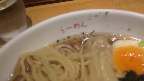 麺はストレートで柔らかタイプ