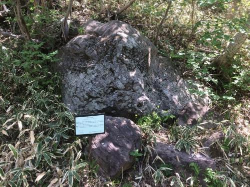 かなつぼ石